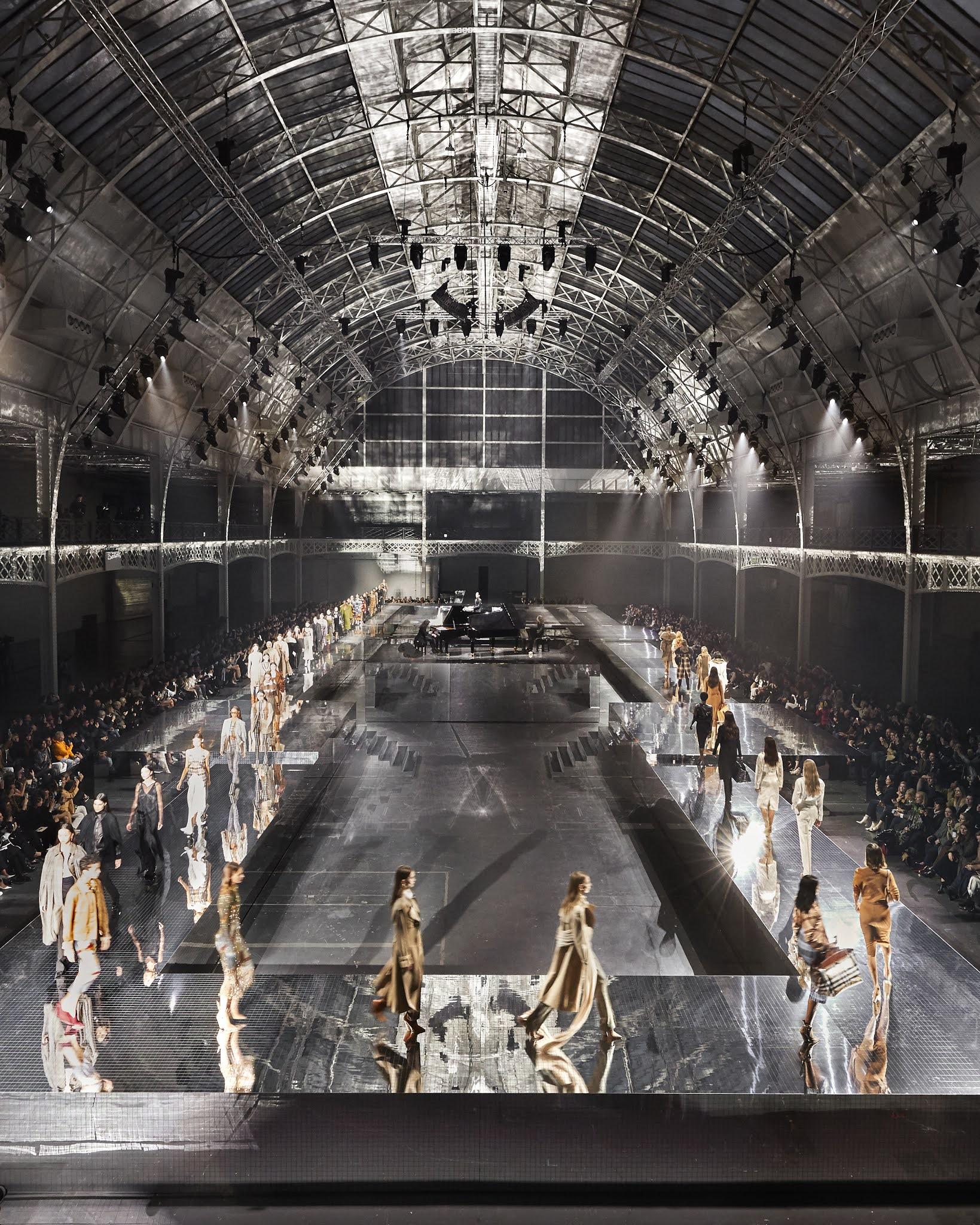 Burberry zeigt als erste Luxusmarke seine Modenschau via Twitch-Livestream | Willkommen in der ersten Reihe