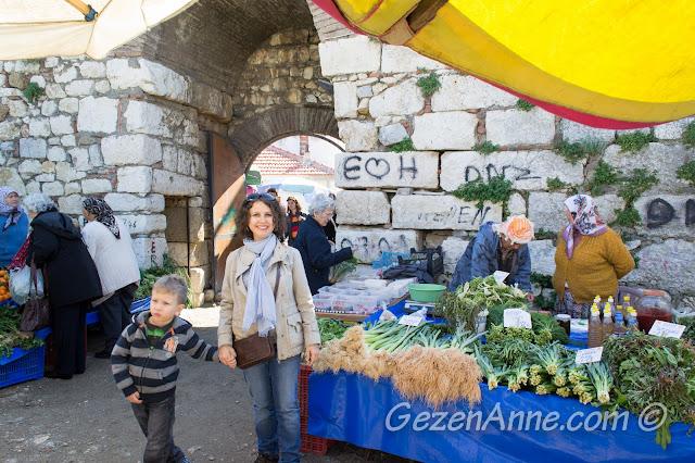 Sığacık kale içi pazarı ve ege otları