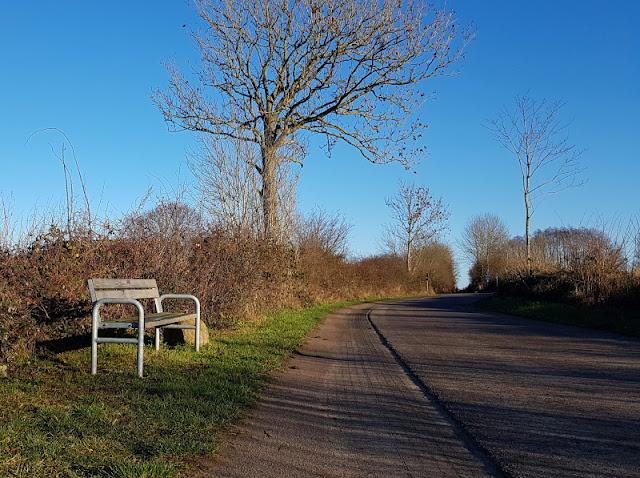 Küsten-Spaziergänge rund um Kiel, Teil 5: Jellenbek - Strand - Krusendorf - Jellenbek. Die Rundtour führt zurück über die Felder mit einer schönen Aussicht.