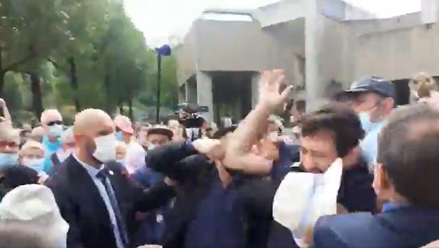 Lourdes : Emmanuel Macron violemment pris à partie, un garde du sanctuaire blessé