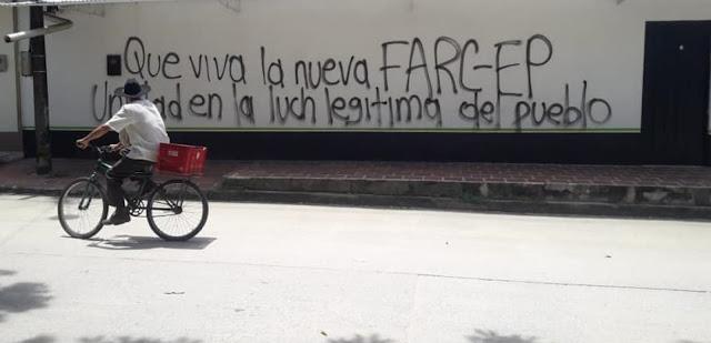 FRONTERA: Pintan grafitis de la guerrilla de Iván Márquez y Jesús Santrich en Arauca Colombia fronterizo con Venezuela.