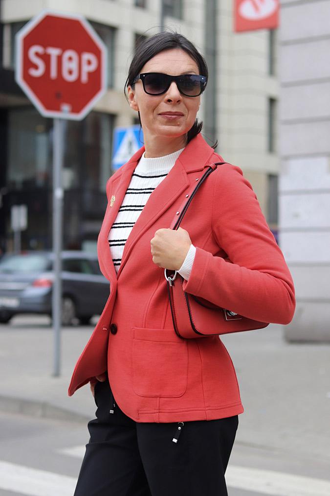 czerwony żakiet stylizacje damskie