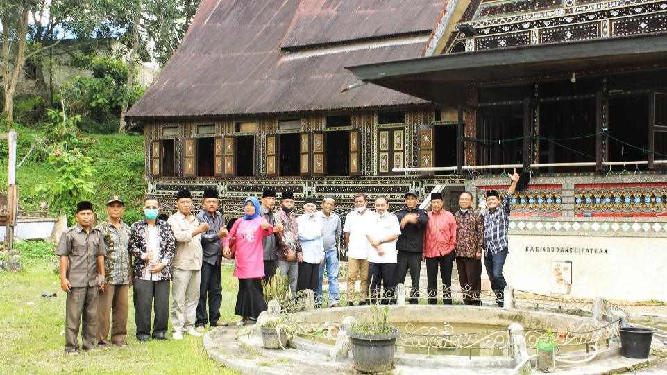 Foto bersama para peserta acara Sosialisasi Persiapan Pemajuan Kebudayaan Nagari Koto Gadang Koto Anau, Istano Rajo Bagindo yang Dipatuan, Kamis 4 Februari 2021. (Dok. Istimewa)
