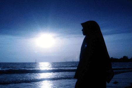puisi rindu Islami dengan judul puisi rinduku bisu dalam sujud