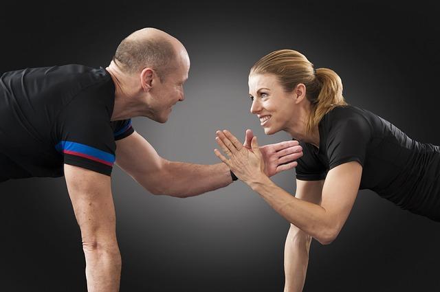 Zwei beim Training Mann und Frau
