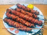 Σουβλάκια με λουκάνικα κοτόπουλου και μπέικον - by https://syntages-faghtwn.blogspot.gr