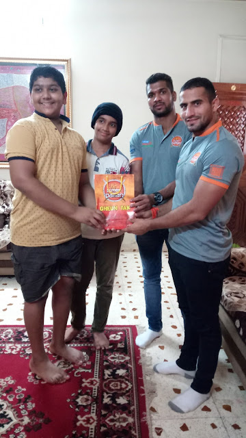 Puneri Paltan players surprise their fans by visiting their homes
