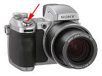 Bir fotoğraf makinesinde deklanşör düğmesinin gösterimi