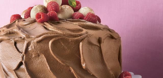 كيك موس الشوكولاتة وتوت العليق