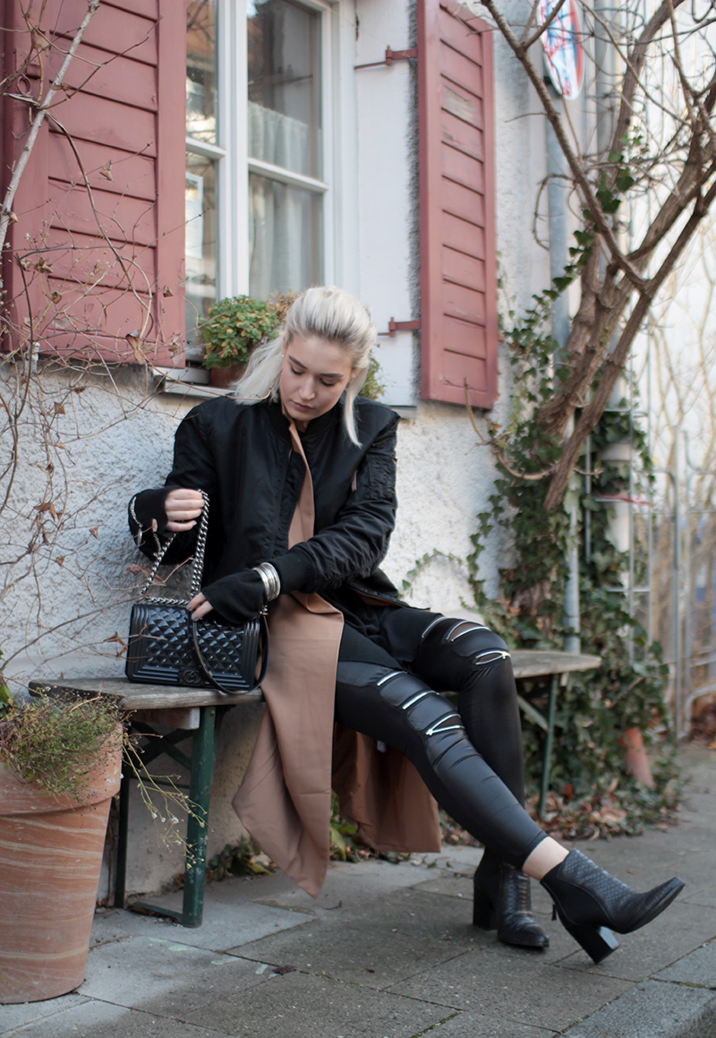 Fashionblog-Fashion-Blog-Blogger-München-Munich-Deutschland-Bomberjacke-Modeblog-Mode Blog-ootd-Outfit-Style-Trend-Streetstyle-Blogger-Alpha Industries-Bomberjacke-Bomber Jacket-Sassyclassy-Leather Leggings-About You
