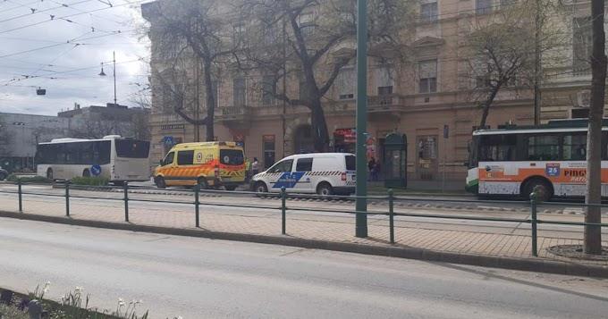 Dugó alakult ki a Dugonics téri körforgalomban, a mentők is a helyszínen vannak
