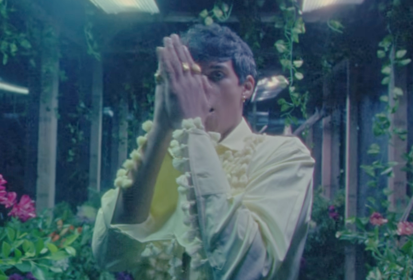"""Omar Apollo drops his lonely-in-the-greenhouse-thanking-'bout-my-boo-thang anthem """"Go Away"""" 