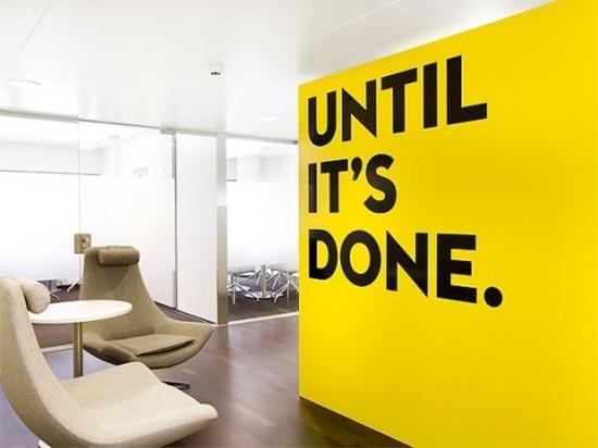 sala, parede amarela, adesivo na parede, yellow wall, decor, home decor, decoração