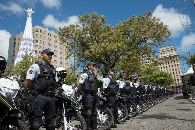 Governo do Ceará entrega novas motocicletas para o policiamento estadual