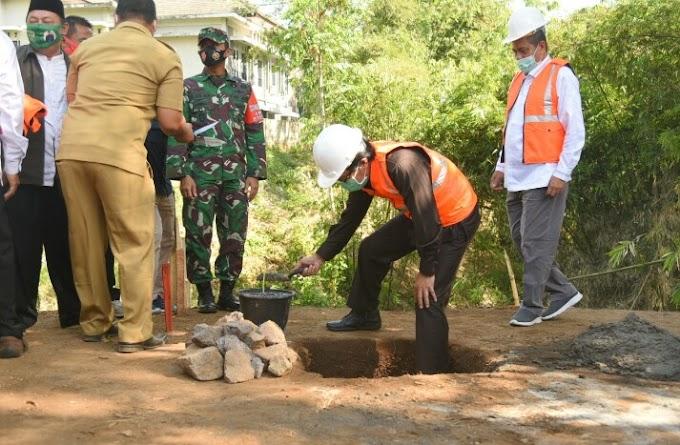 Apresiasi Pembangunan  Jembataan Plt Bupati  Peletakan Batu  Pembangunan Bisa Di Mulai.