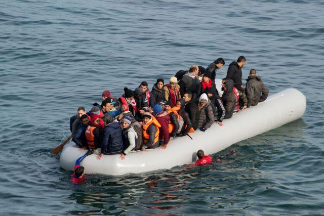 Τούρκοι λιμενικοί εμβολίζουν λέμβο με πρόσφυγες