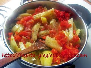 Κεφαλόπουλα με πατάτες και φρέσκια ντομάτα - από «Τα φαγητά της γιαγιάς»