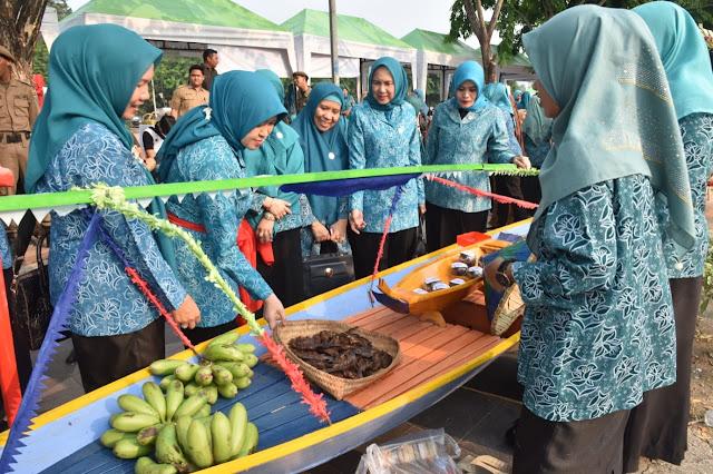 Dongkrak Ekonomi Warga Muara Enim, Fauziah Mawardi Launching Pasar Kalangan UP2K