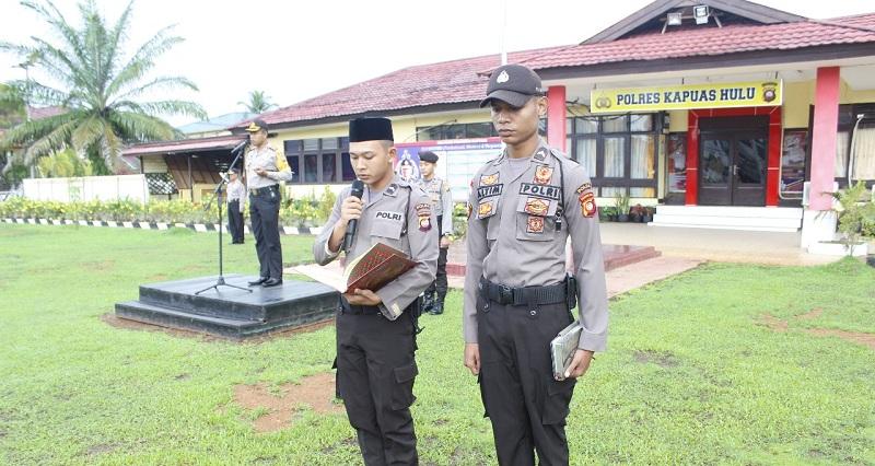 Ini Alasan Anggota Polres Kapuas Hulu Wajib Baca Al Quran dan Alkitab