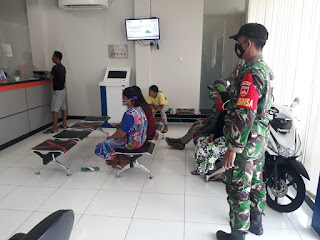 Babinsa Pantau Penerapan Prokes di Kantor Bank BRI Karimunjawa
