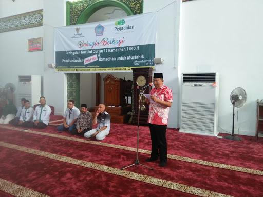 Peringati Nuzulul Quran, Pemprov Bagi Ribuan Paket Ramadhan Untuk Mustahik di Masjid Raya