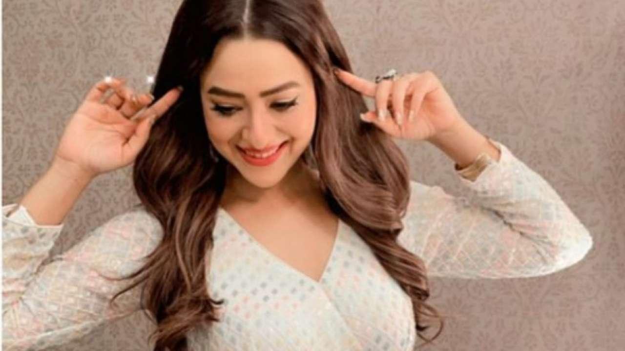 Actors News: Mithun Chakrabortys daughter-in-law Madalsa Sharma shares hot photos, netizens go crazy
