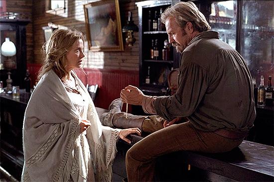 Annette Bening y Kevin Costner en Open Range