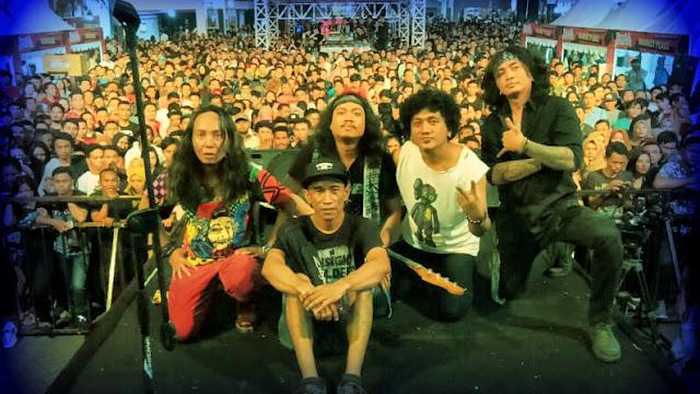 The Badunk Opening Act Konser Ari Lasso di Manado