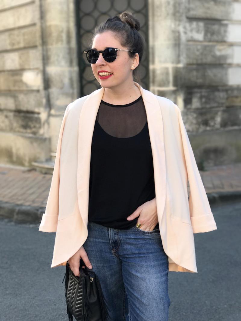 top noir transprent missguided, blazer rose Pimkien, jean H&M, sac M Maje, lunette de soleil Asos