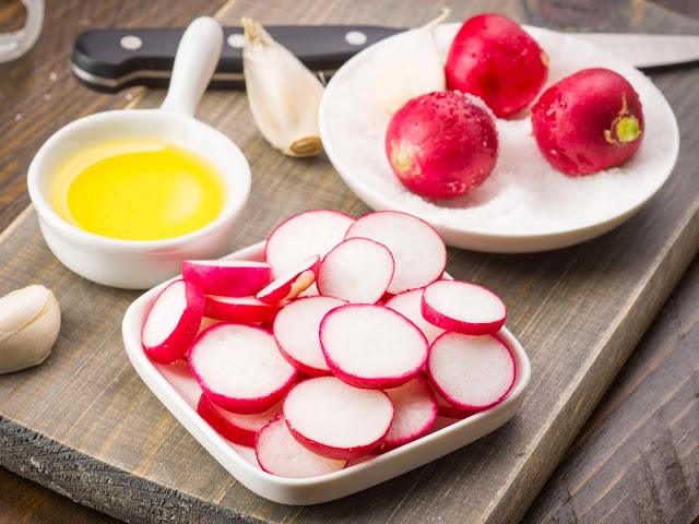Ensalada de Rabanito con Salsa de Tomate