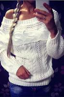 Pulover tricotat cu torsade si guler tip barcuta