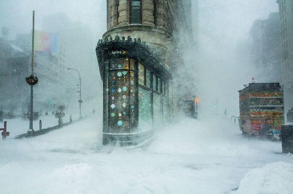 """""""Tòa nhà Flatiron trong bão tuyết"""" của Michele Palazzo/ New York, Mỹ"""