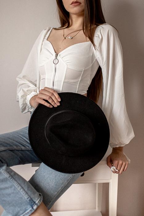 elegancka stylizacja z kapeluszem