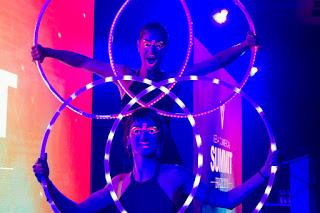 Show de encerramento da Convenção Celgene Xperience com artistas Bambolê led de Humor e Circo ProdutoraB em São Paulo.