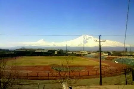 Remodelarían el estadio Artashat para atletismo