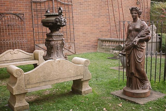 esculturas y antigüedades en la elizabeth street gallery