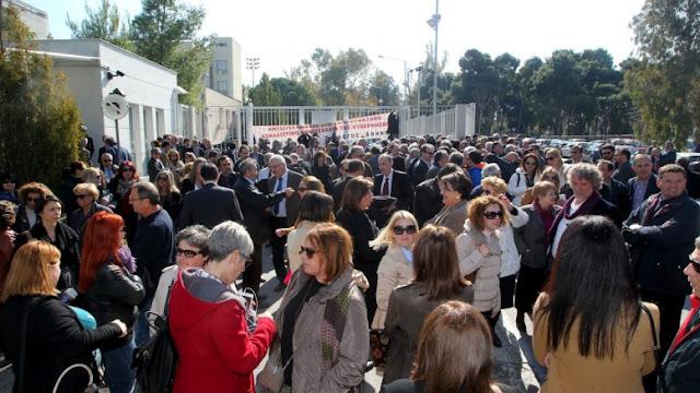 Οι Έλληνες δικηγόροι ανησυχούν για ανατροπή πολιτεύματος