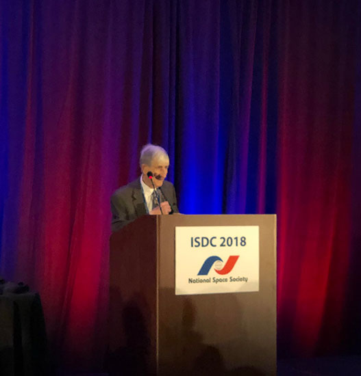 "Freeman Dyson speaks of ""Noah Ark Eggs"" at Awards Dinner at ISDC 2018"