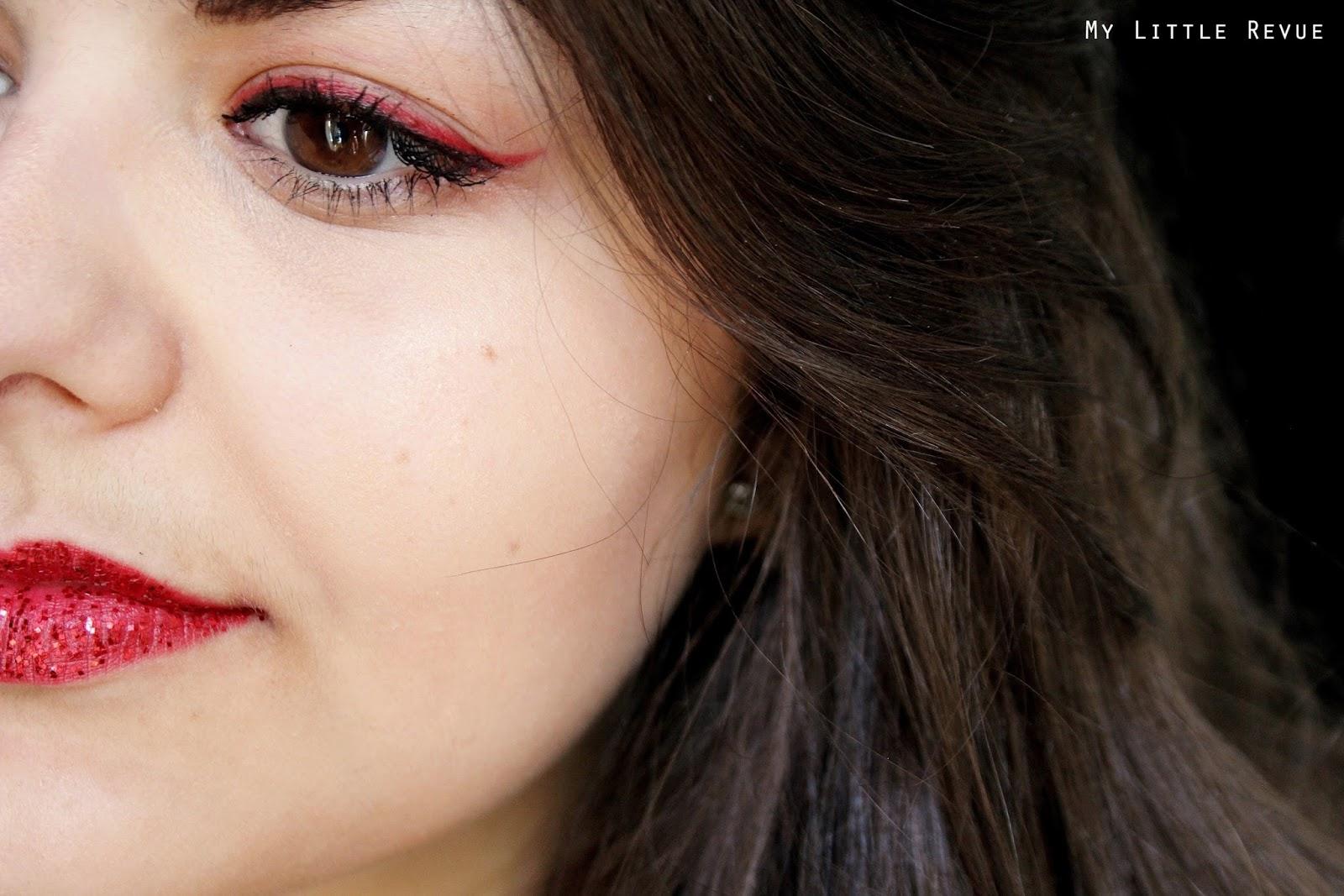 double liner noir et rouge, rouge à lèvres rouge et paillettes