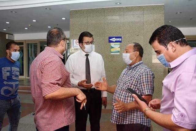 المدير التنفيذي للمستشفيات بجامعة المنصورة يتفقد سير العمل بالمراكز الطبية المتخصصة