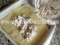 intindem crema de nuca pe foaie - preparare reteta prajitura Arlechino