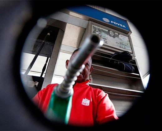 ¡ATENTOS! Aseguran que el gobierno podría anunciar un aumento en el precio de la gasolina