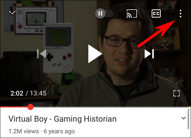 في تطبيق YouTube ، اضغط على زر النقاط الثلاث.