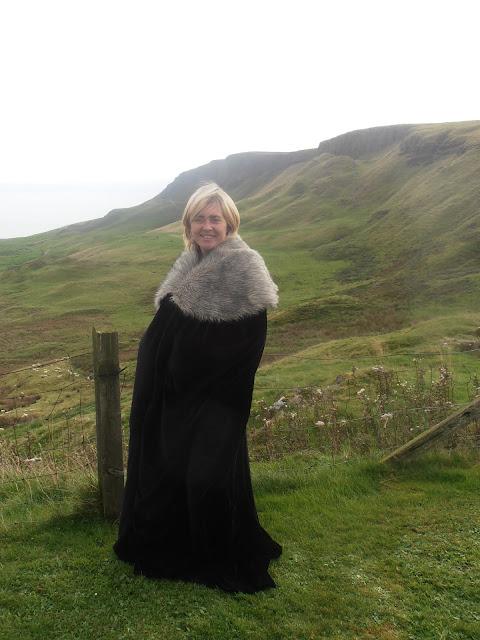Tatiana con una capa norteña