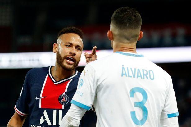 Neymar bị đuổi trong ngày PSG phơi áo