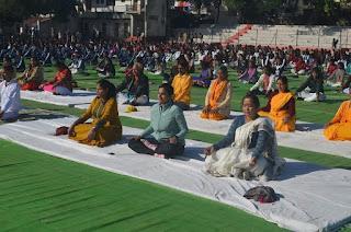 विवेकानंद जयंती पर किया गया सामूहिक सूर्य नमस्कार