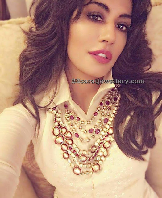 Chitrangada Singh in Jadau Uncut Necklace