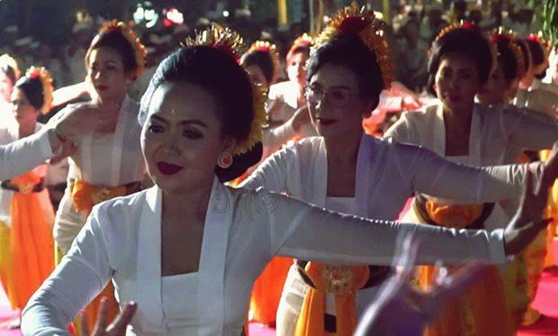Pertunjukan tari sakral Rejang Dedari Bali