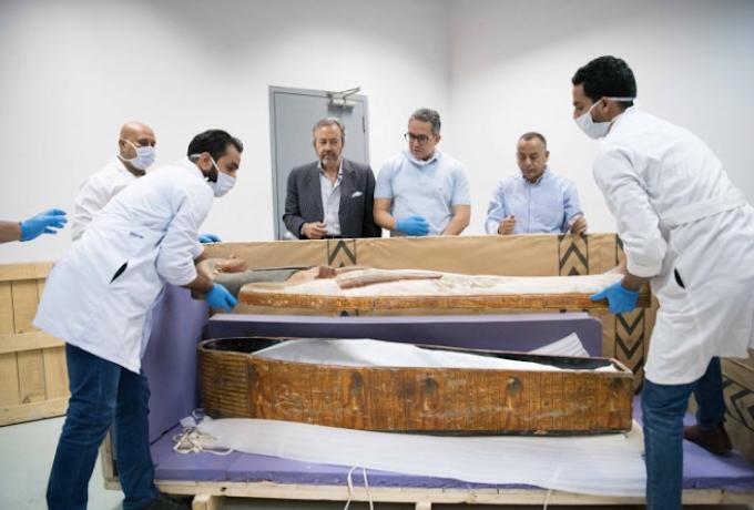 Mısır Dönemine Ait 3 Bin Yıllık 30 İşlemeli Ahşap Tabut Bulundu