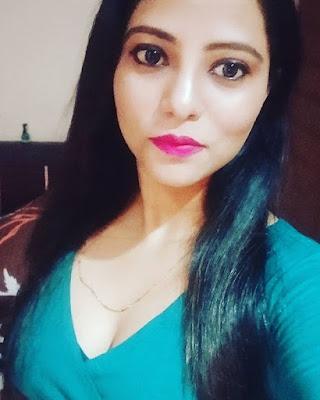 Samayera Khan bold pics